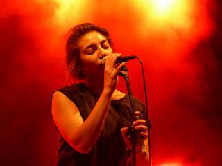 woman_rock_music